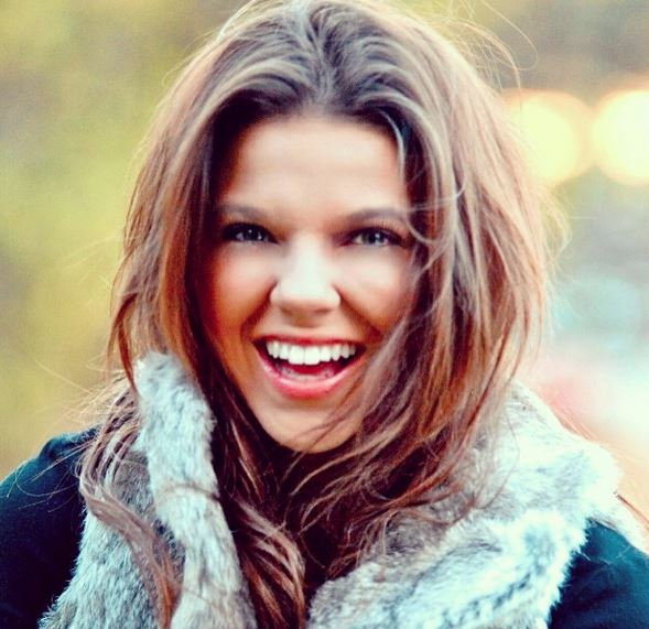 Amy Duggar King Reveals Parents Fights Were So Bad She Felt Forced Outside