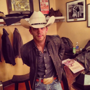 Justin Moore Tells A Fan Off For Throwing Something At A Woman During Show [Video]