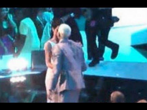 Watch Rihanna Plant a Kiss on Chris Brown at the 2012 MTV VMAs